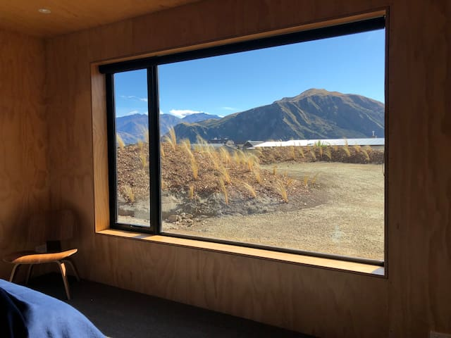 Large north facing window, midday sun, views of Mt Gold.