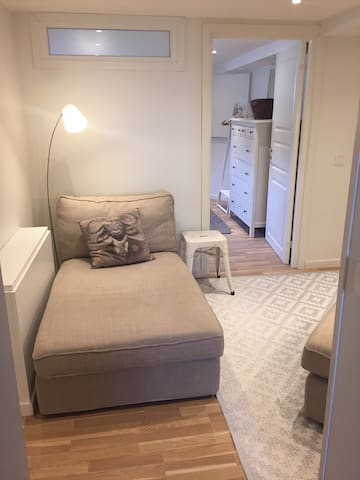 Welcome! Newly renovated two bedroom apartment!