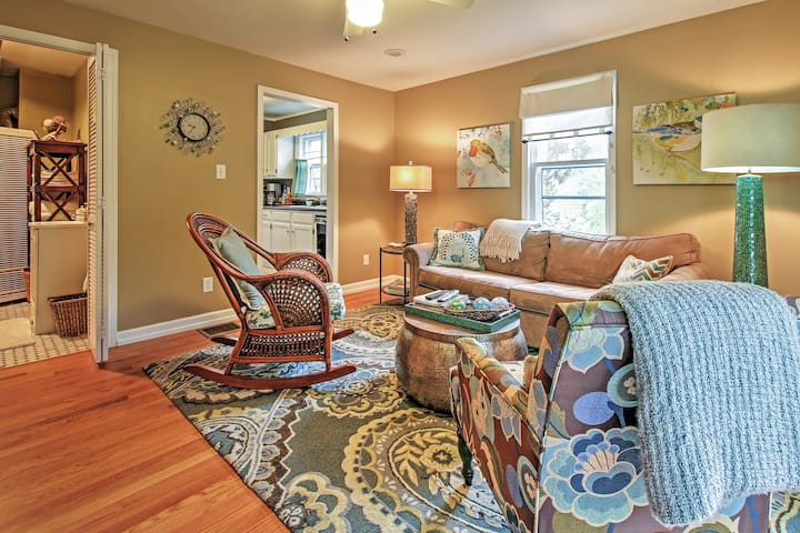 'The Peachtree Cottage' w/ Hot Tub in New Buffalo!
