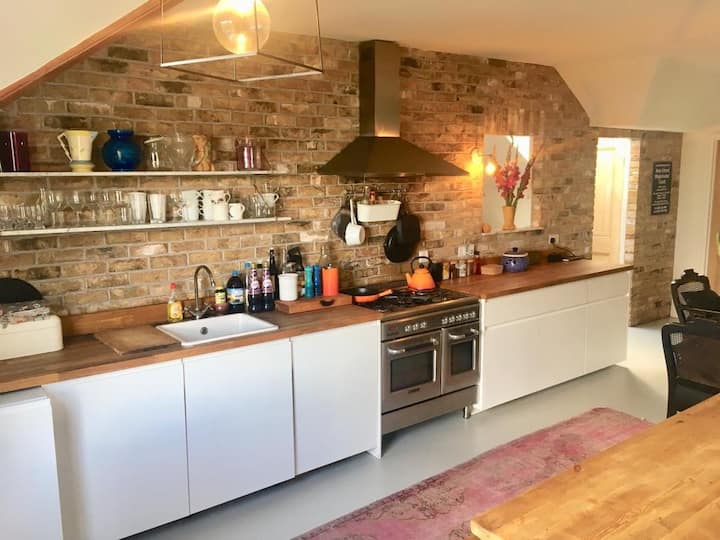 Beautiful Brockley loft flat by Hilly Fields