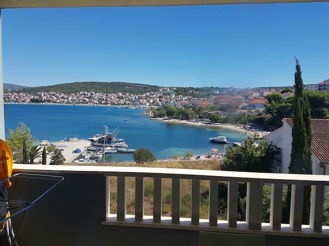 Appartments on beach - Okrug Gornji - Apartment