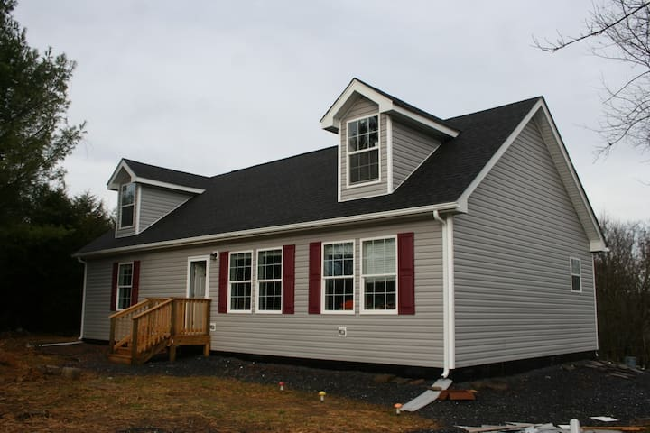 Quiet secluded, new house, 5 minutes from town - Linville