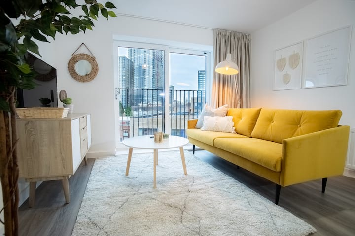 ★Opulent Luxe 2 Bed Apt Canal Side W/ Parking★