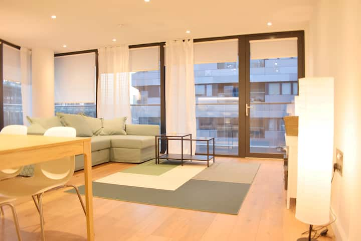 Gorgeous & New 3 Bed Apartment in Greenwich