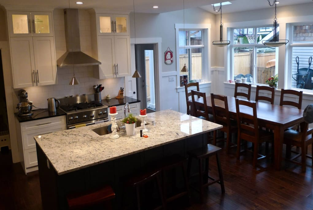Kitchen and dining (table extends to seat 10)