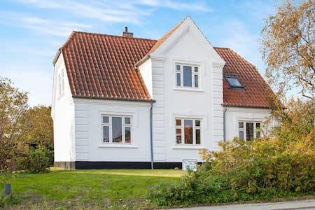 Smuk familievilla tæt ved topstrand - Bindslev - Hus