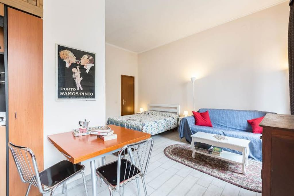 Fountain view studio apartment apartments for rent in for Studio apartments in rome