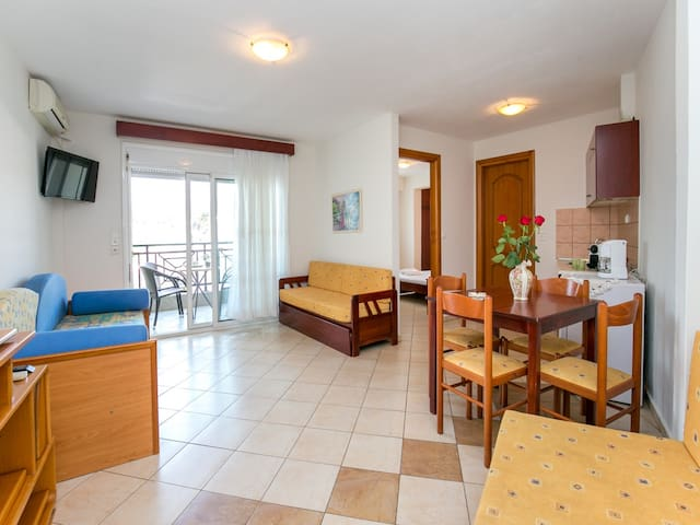 Apartment Lina for 5-6 persons