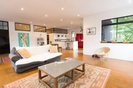 Artistic Spacious Loft, 2 bedroom