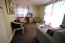 East Melbourne apartment, excellent location Dlx#5