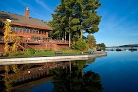 LAKEFRONT COUNTRY INN RESORT for Adults - F - 299