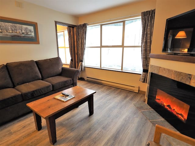 2 Bedroom Apex village suite with ski hill views