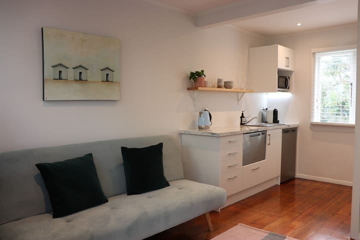 Smart little studio in Wadestown minutes from city