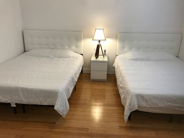 Bedroom 1 With 2 Queen Size Beds Flat Tv, Drawer Chest & Big Size Closet