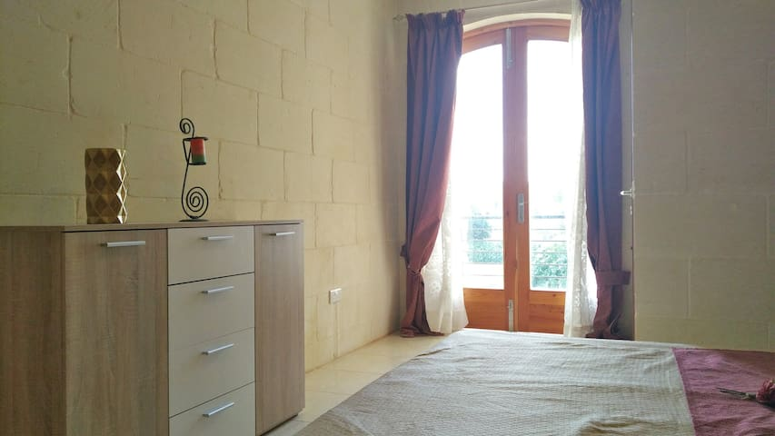 Double room private bathroom, Xewkija