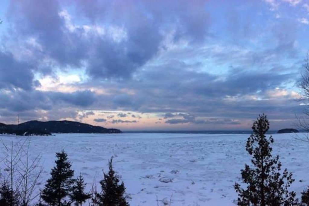Paysage d'hiver vu du balcon du chalet la Berge