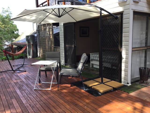 """Tranquil Treetops"" - self-contained studio room - Upper Mount Gravatt - House"
