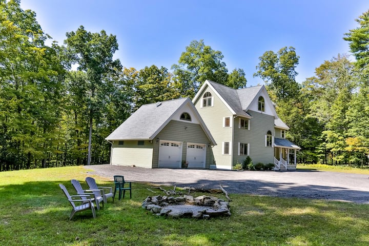 Secluded River-Front Home 15 min to Windham