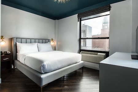 The Hotel @ New York City, Queen Bed