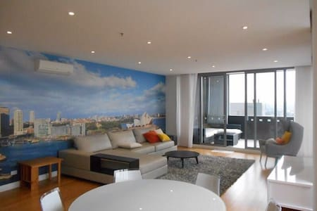 A Penthouse Room With A View - Parramatta - Huoneisto