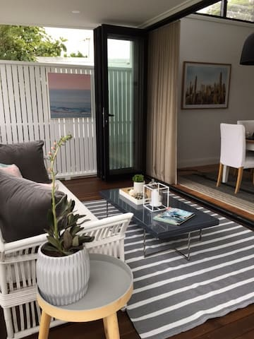 STUNNING Renovated Home fully appointed - Kingsford - Talo