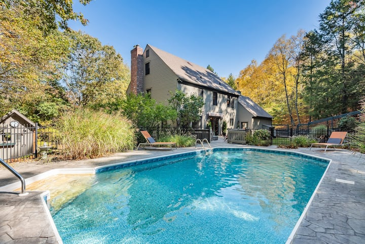 Shaker House . Set on 3 acres with Pool