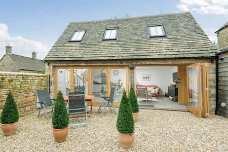 The Cottage at Robins Roost, Little Rissington