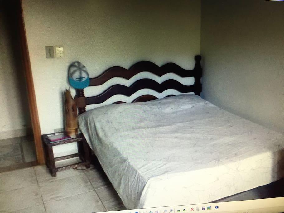 Terceiro quarto 1 cama de casal é uma solteiro