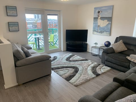 Quality Apartment  in the heart of Swansea Marina