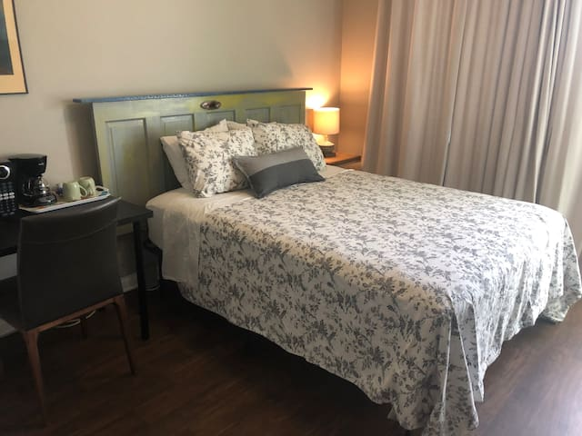 Coppergrove Suite-Fresh New Room w/ Private Entry
