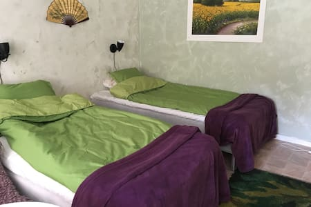 Cosy room w own entrance 20 minutes from Stockholm
