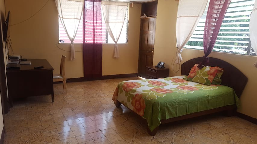 $45 Private room, & car rental @ $60/d if needed - Petion-Ville
