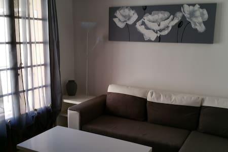 Appartement à 2 pas de la mer, chambre séparée - フレジュス - アパート