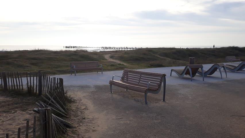 Vue sur l'estacade depuis la dune