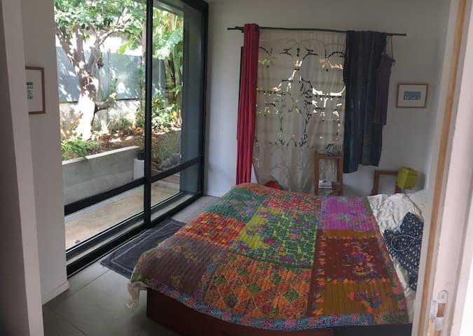 Chambre 1 (parents) (lit 160) possibilité d'y ajouter un lit bébé parapluie côté dressing.