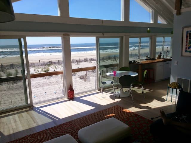4 BR Right on The Beach - Bay Shore - Ev