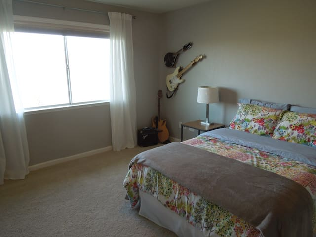 Guest Bedroom/Bathroom - 45 Min. to Yosemite - Coarsegold