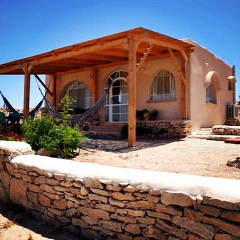 Stylish desert lodge with splendid view in Ezuz