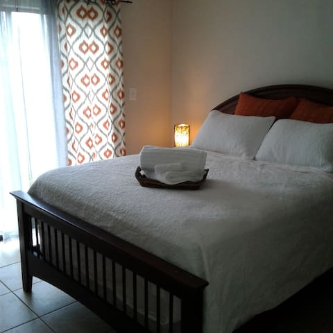 Comfy Villa. Near Beaches/Dining. Entire Place.
