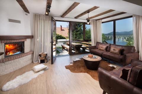Villa Fužine****: lake view, hot tub, sauna
