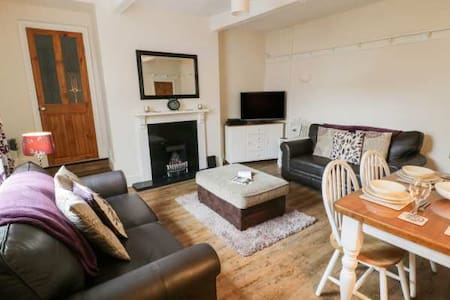 Enjoy a staycation in comfy 3 bed house in Haworth