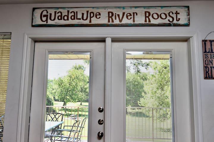 Guadalupe River Roost- 3BDR/2BTH- Sleeps 10!