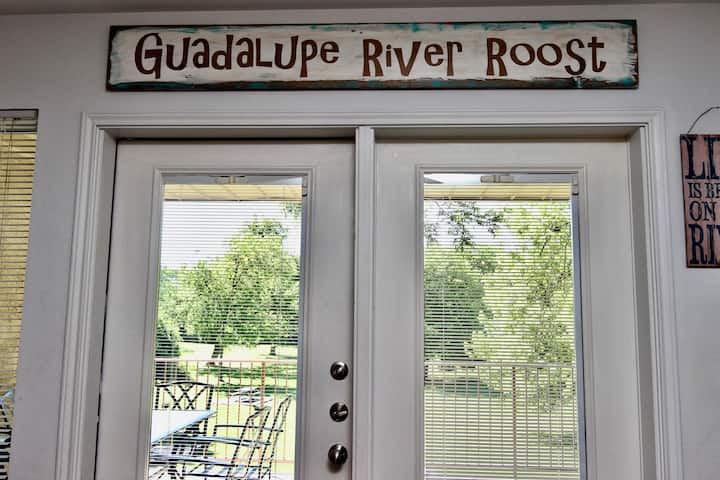 Guadalupe River Roost | WiFi | King Bed | Sleeps 8