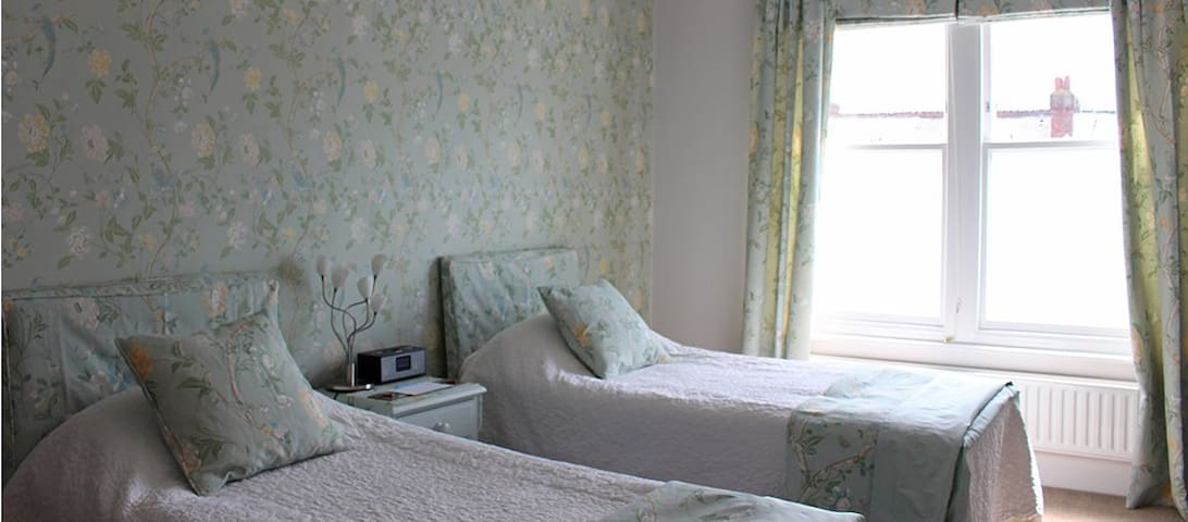 4* B&B- Twin En-suite. Centre of Tunbridge Wells