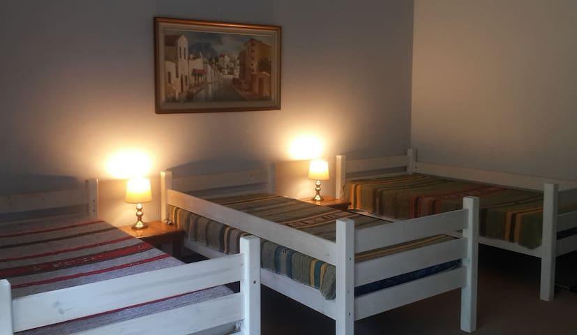 Khululeka Lodge -Family Room - shared bathrooms