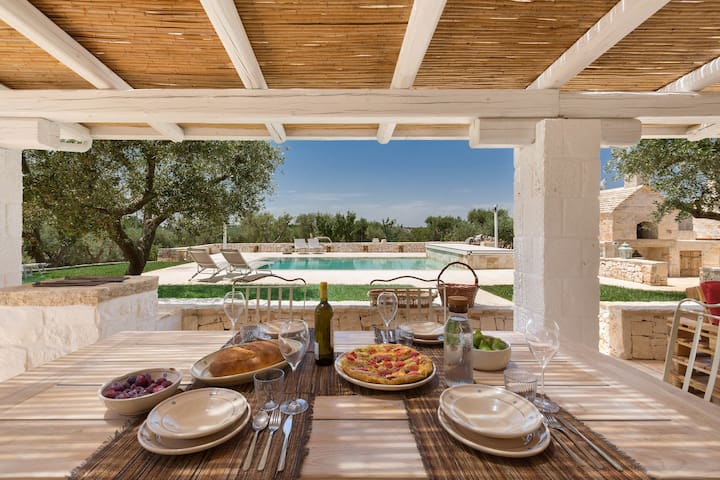 964 Luxury Trullo with Pool