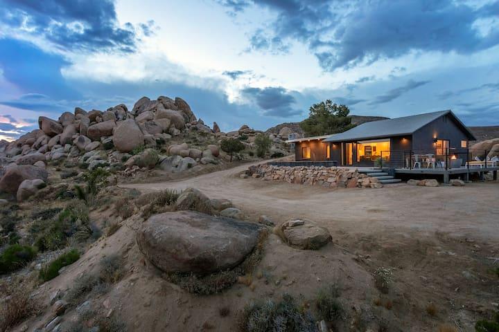 Dakota Haus // Hot Tub, Cowboy Tub, Epic Boulders!