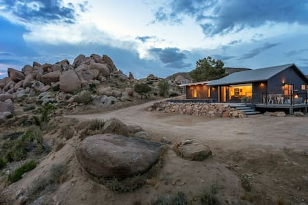 Dakota Haus // Hot Tub, Cowboy Tub, Epic Boulders!