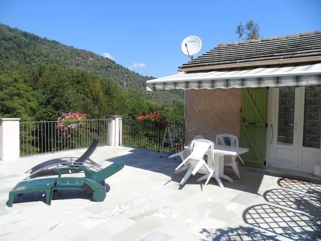 Studio avec piscine chauffée en moyenne montagne - Borgo - Apartment