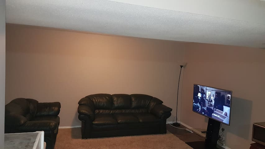 Cozy 2-Bedroom Suite in a Spacious Basement